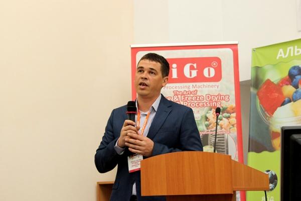 ukraine-conference-berries-1393CFEDDA-AA38-A3E0-EE78-1A90F96F732E.jpg