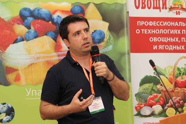 ukraine-conference-berries-178A571020-84D9-B7F8-AE44-8879A5EF085F.jpg